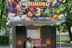 Solaris Kino reklaam bussiootepaviljonis