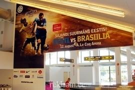 Eesti-Brasiilia jalgpallimatši reklaam Tallinna Lennujaamas