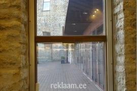 Nikon poe perforeeritud akna kleebis seestpoolt vaadatuna