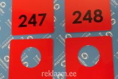 Punased garderoobinumbrid