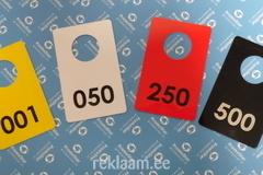 Värvilised garderoobinumbrid