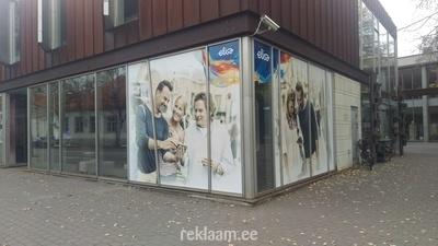 Elisa reklaamkleebised vaateaknal